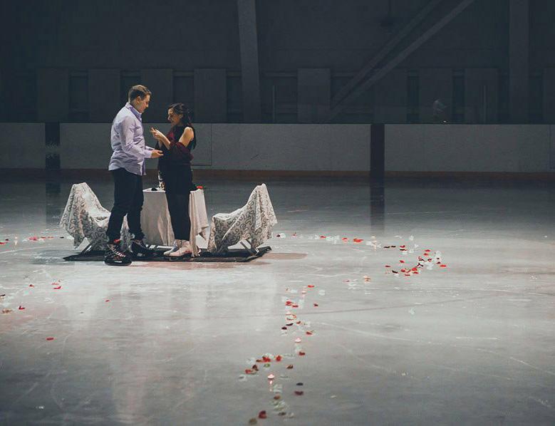 Романтическое свидание на катке