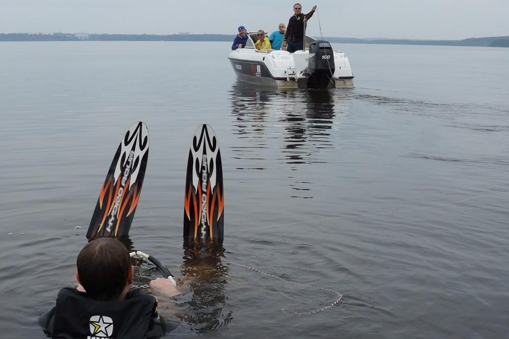 Водные лыжи за катером