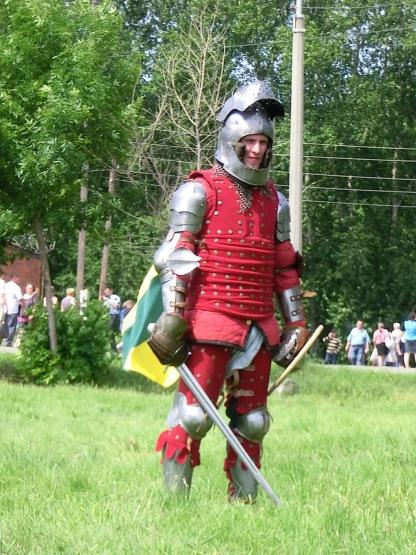 Настоящий рыцарь в доспехах