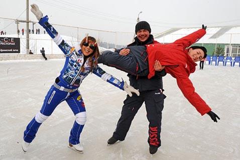 Кататься на коньках весело