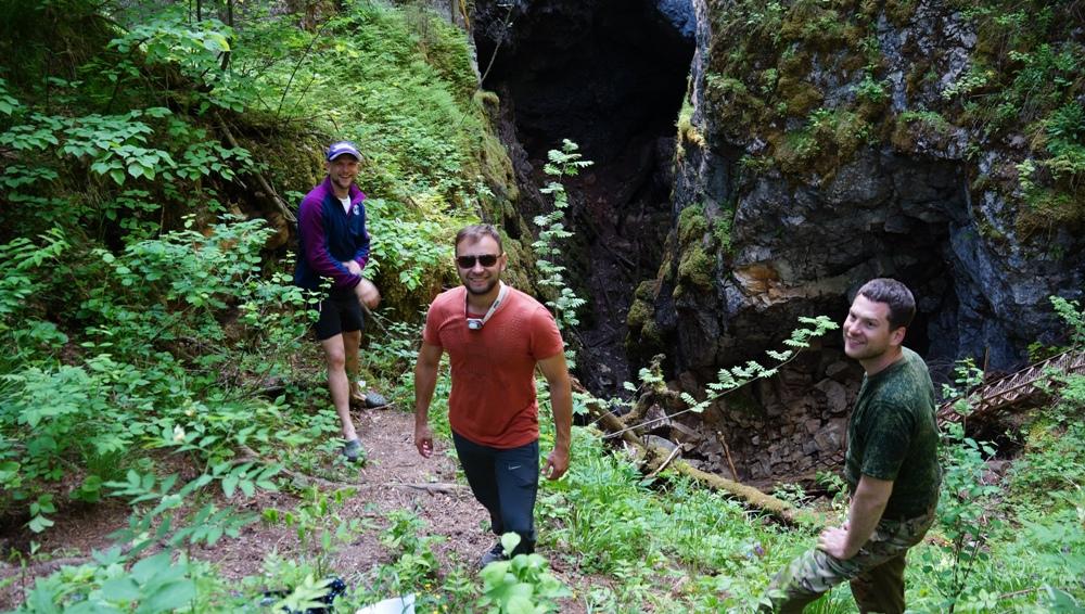 Около пещеры