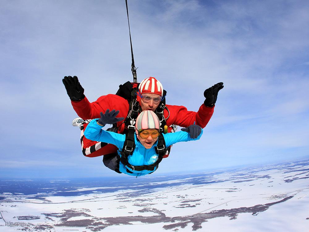 Прыжки с парашютом зимой тандем